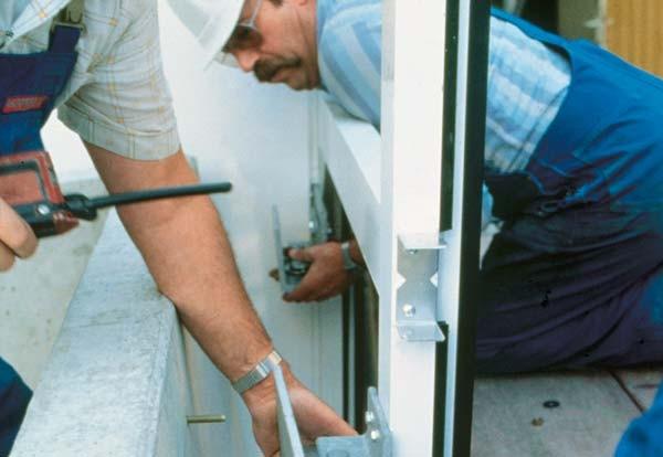 Плюсы установки окон в квартире зимой